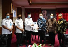 Gubernur Kepri Isdianto saat audensi di Ruang Kerja Kantor Gubernur Kepulauan Riau, Lantai IV, Dompak, Tanjungpinang, Rabu (02/09/2020).