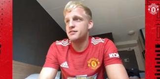 Donny Van de Beek saat wawancara melalui video call dengan MU TV. (Foto: screenshot)