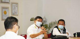 Juru Bicara Satgas Covid-19 Kepri yang juga Plt Kepala Dinas Kesehatan Kepri, Tjetjep Yudiana mengumpulkan Kepala Dinas Kesehatan se-Kepri dan para Direktur Rumah Sakit swasta secara daring dan tatap muka di Rumah Sakit Awal Bross Batam, , Kamis (3/09/2020).
