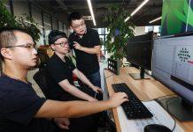 "Foto yang diambil pada 1 September 2020 menunjukkan komputer dengan kecerdasan seperti otak mampu ""mengetik pikiran"" di sebuah laboratorium di Provinsi Zhejiang, China timur. (Foto: Xinhua)"
