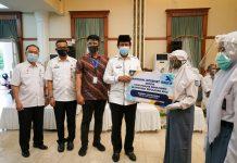 Bantuan 5.050 Paket Internet Gratis dari Pemerintah Provinsi Kepri kepada Peserta Didik Kurang Mampu SMAN/SMKN/SLB se-Provinsi Kepulauan Riau di Gedung Daerah, Tanjungpinang, Rabu (2/9).