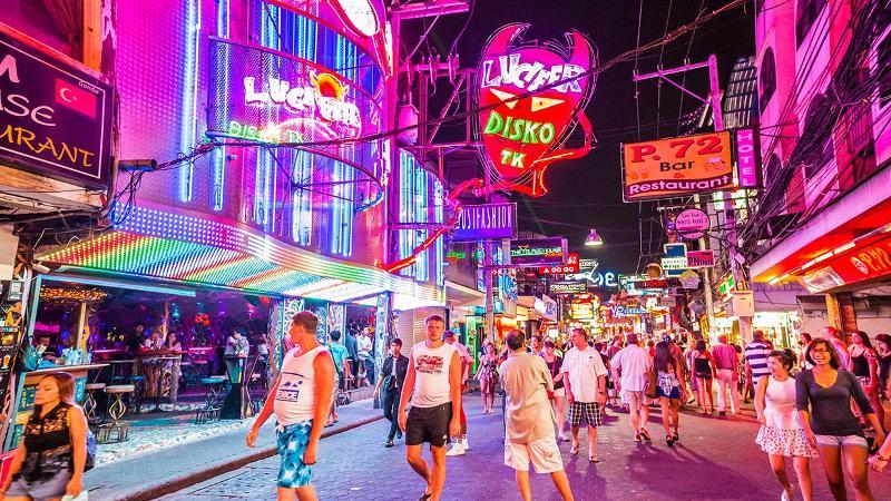 Suasana Walking Street Pattaya, Thailand, sebelum dunia dilanda pandemi Covid-19. (Foto: Bangkok.com))