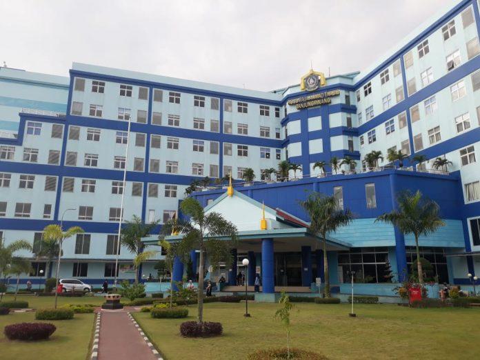 Cabup/Cawabup Bintan Apri-Roby dan AWe-Dalmasri menjalani tes kesehatan di RSUD Raja Ahmad Tabib Tanjungpinang (Suryakepri.com/Muhammad Bunga Ashab)