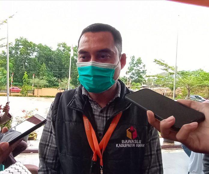 Ketua Bawaslu Bintan Febriadinata saat ditemui di kantor KPU Bintan (Suryakepri.com/Muhammad Bunga Ashab)