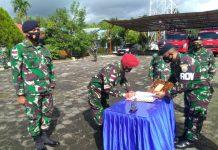 Komandan Pangkalan TNI AL (Danlanal) Ranai Kolonel Laut (P) Dofir memimpin upacara Pengukuhan Jabatan Komandan KAL Panda 1-4-24 Letda Laut (P) Muhammad Ramli, serta Pengukuhan Jabatan Komandan Pos TNI AL (Posal) Sedanau Letda Laut (P) Bambang HP (Suryakepri.com)