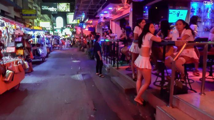 Suasana Walking Street Pattaya, Thailand, sebelum dunia dilanda pandemi Covid-19. (Foto: Youtube)