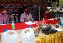 Jajaran Satgas Polda Kepri yang dipimpin Kapolresta Barelang, AKBP Yos Guntur mengerebek rumah pembuatan sabu di Apartement Nagoya Mansion, Lubukbaja