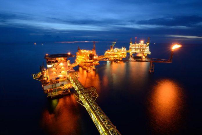 Fasilitas pengeboran minyak dan gas di Laut Natuna, Kepulauan Riau, Indonesia. (Foto dari goodnewsfromindonesia.id)