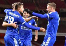 Striker Leicester City Jamie Fardy (kanan) bersama rekan-rekannya merayakan gol ke gawang Arsenal. Ini pertama kalinya The Foxes mengalahkan Arsenal di Stadion Emirates pada kompetisi Liga Premier Inggris. (Foto: lcfc.com)