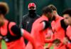 Jurgen Klopp memimpin latihan para pemain Liverpool sebagai persiapan melawan Ajax Amsterdam. (Liverpoolfc.com)