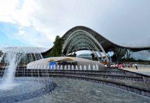 pusat perbelanjaan bebas pajak/bea di kota resor Sanya, Shao Kehui, China. Belanja duty free sedang booming di China. (Foto dokumen: Xinhua)