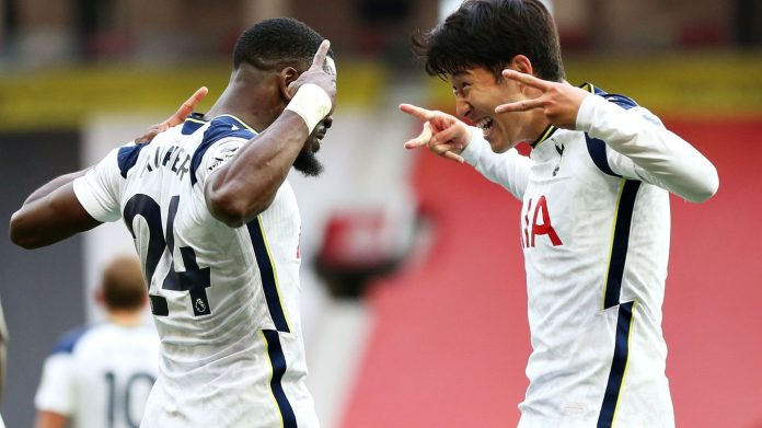 Son Heung-min dan Serge Aurier merayakan gol ke gawang MU. (Premierleague.com)