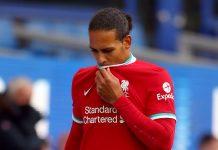 Bek Liverpool Virgil van Dijk harus menjalani operasi lutut akibat benturan dengan Jordan Pickford. (Foto dari Sky Sports)