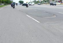 Jalan protokol Kota Batam mengalami kerusakan di depan Hotel Sky View,