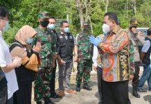 Pjs Bahtiar Baharuddin saat melakukan kunjungan ke RSKI Pulau Galang, Rabu (7/10)
