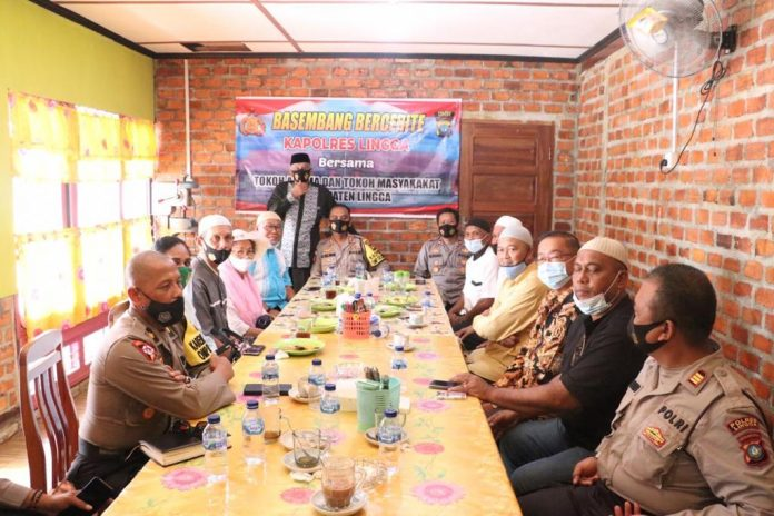 Kapolres Lingga AKBP Boy Herlambang saat Basembang Bercerita dengan tokoh masyarakat dan tokoh agama Kabupaten Lingga (
