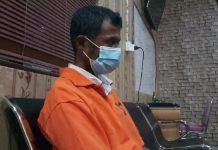 Za, DPO kasus dugaan pencabulan anak tiri saat sudah di Mapolres Karimun, Kamis (8/10/2020) malam. Foto Suryakepri.com/Rachta Yahya