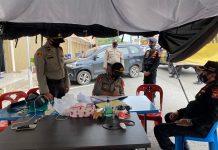 anggota polisi melaksanakan pengamanan 24 jam di Kantor Badan Pengawas Pemilu (Bawaslu) Batam.