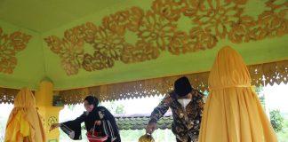 Pjs. Gubernur Kepulauan Riau Bahtiar melakukan Ziarah ke Makam Daeng Celak dan Daeng Marewa di Sei Carang, Senggarang,