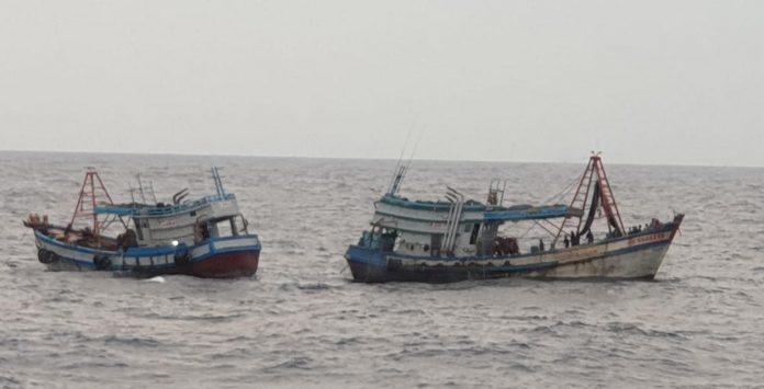 Dua kapal pencuri ikan berbendera Vietnam saat diamankan TNI AL (Suryakepri.com/ist)