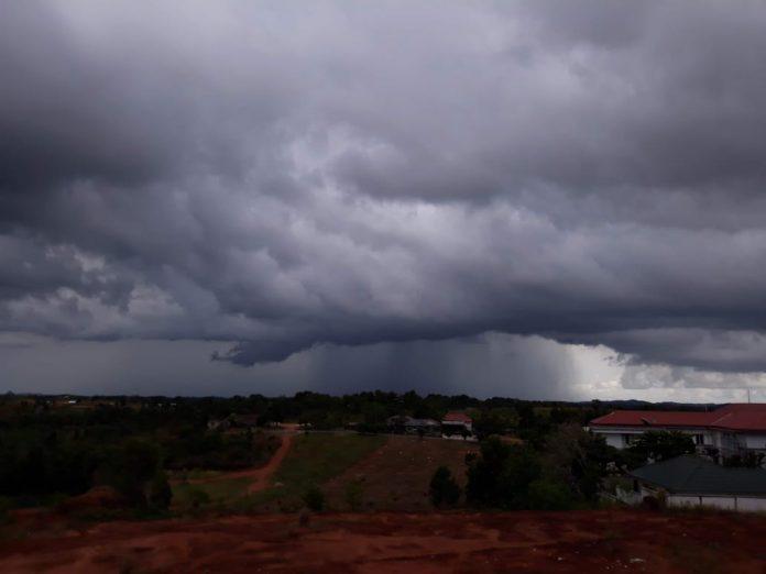 Ilustrasi, awan tebal menyelimuti wilayah Tanjungpinang (Suryakepri.com/Muhammad Bunga Ashab)