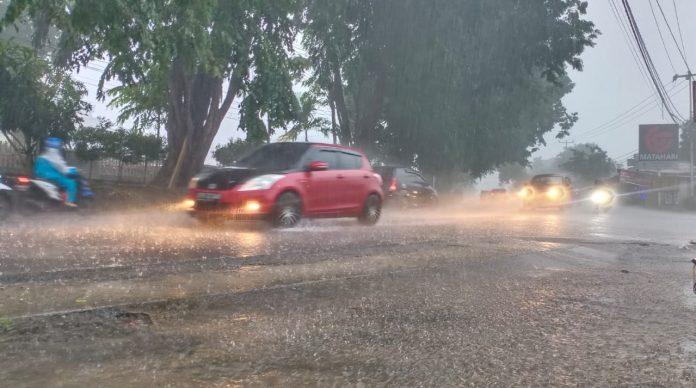 Hujan saat mengguyur Tanjungpinang (Suryakepri.com/Muhammad Bunga Ashab)
