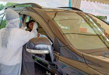 Salah satu warga Batam yang mengambil layanan swab test di drive thru Homecare 24