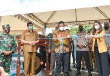 Pjs Gubernur Kepri Bahtiar Baharuddin, membuka pelayanan drive thru untuk rapid test dan swab.