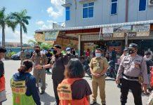 PJS Walikota Batam Syamsul Bahrum yang turun langsung menindak di Pasar Cahaya Garden Bengkong