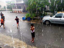 Hujan deras mengguyur Kota Batam, Kepri, pada hari pertama tahun 2021, sejak pagi hingga malam hari.