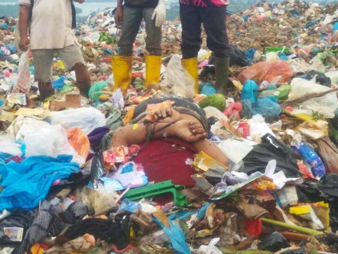 Foto mayat pria tertimbun tumpukan sampah di Tempat Pembuangan Akhir (TPA) sampah Telaga Punggur, Batam, Kepri, Rabu (28/10/2020) sekitar pukul 11.30 WIB.