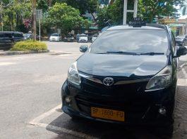Sopir taksi pangkalan di Pelabuhan Ferry Batam Center
