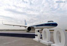 Pesawat A320 ke-500 yang dirakit di Airbus Final Assembly Line Asia (FALA) di Tianjin, Tiongkok utara, Kamis 29 Oktober 2020. Airbus telah mengirimkan pesawat keluarga A320 ke-500 dari FALA di Kotamadya Tianjin, Tiongkok utara. Pesawat A320neo dikirim ke China Southern Airlines, maskapai penerbangan terkemuka di negara itu. (Foto oleh Zhao Zishuo / Xinhua)