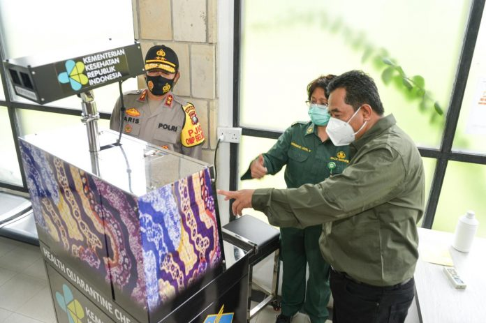 Pjs Gubernur Kepri, Bahtiar Baharuddin Bersama Kapolda Tinjau pelabuhan