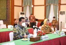 Pjs Gubernur Kepri Bahtiar menghadiri Webinar Road To Indonesia Investment Day 2020 - Kepulauan Riau dari Gedung Daerah, Tanjungpinang, Selasa (13/10).