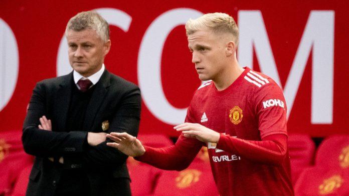 Ole Gunnar Solskjaer dan Donny van de Beek. (Foto dari Sky Sports)