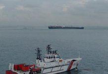 Kapal MV Tina 1 kandas di Perairan Batu Selat Singapura, Batam, Minggu (22/11)