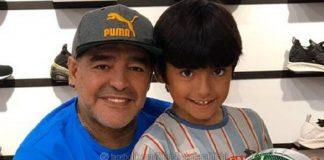 Legenda sepak bola Argentina, Diego Armando Maradona bersama cucunya, Benjamin Aguero Maradona. (Foto dari Infobae.com)