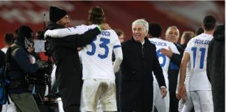 Gian Piero Gasperini bergembira bersama para pemainnya usai menaklukan Liverpool dengan skor 2-0 di Anfield, Rabu (25/11/2020) atau Kamis dinihari Waktu Indonesia. (Foto: Uefa.com)