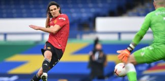 Striker MU asal Uruguay Edinson Cavani mencetak gol pertamanya untuk Setan Merah ketika melawan Everton di Goodison Park, Sabtu (7/11/2020). Dia menuntaskan umpan Bruno fernandes untuk membuat skor 3-1 bagi kemenangan MU. (Foto: Premierleague.com)