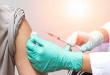 Ilustrasi penyuntikan vaksin. (Foto dari Fool.com)