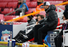 Manajer Liverpool Jurgen Klopp mengawai para pemainnya saat melawan Atalanta pada penyisihan Grup D Liga Champions 2020/21 di Stadion Anfield, Rabu (25/11/2020) atau Kamis dinihari waktu Indonesia. (Foto: UEFA.com)