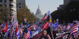 Pendukung Donald Trump demo di Washington DC. Foto: LA Times