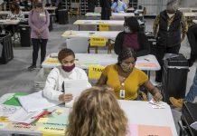 Penghitungan ulang surat suara secara manual di negara bagian Georgia, AS, pada Pilpres AS 2020. (Credit: Alyssa Pointer/Alyssa.Pointer@ajc.com)