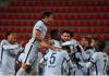 Para pemain Chelsea merayakan gol ke gawang Rennes. Chelsea menang 2-1 atas tuan rumah. (Foto: UEFA.COM)