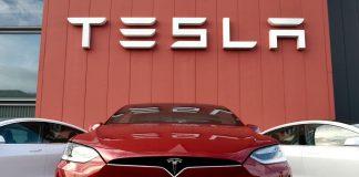 Mobil listrik Tesla. Survey Universum menempatkan Tesla sebagai perusahaan ideman para mahasiswa teknik di seluruh dunia. (Foto dari Forbes.com)