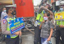 Personel Satlantas Polres Tanjungpinang saat melaksanakan Operasi Zebra Seligi 2020 di Jalan Pelantar 2 Tanjungpinang (Suryakepri.com)