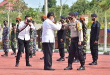 Pjs Bupati Bintan Buralimar saat memimpin apel kesiapan penanganan bencana alam dan antisipasi La Nina di Mapolres Bintan (Suryakepri.com)