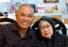 Cawabup Karimun Anwar Abubakar bersama Hj Nong Jamaiah (81), ibundanya yang meninggal dunia Kamis (12/11/2020) pagi. Foto Suryakepri.com/FB Anwar Abubakar