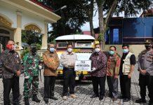 Pjs Gubernur Kepri, Bahtiar menghadiri acara penyerahan bantuan 100 ribu masker kepada Pemerintah Kabupaten Karimun